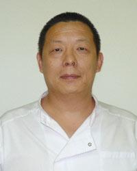 У ТЕН ЧЕН – дипломированный специалист из Китая, врач восточной медицины в третьем поколении, реабилитолог, иглорефлексотерапевт, массажист и моксотерапевт Центра восточной медицины «Баргуджин».